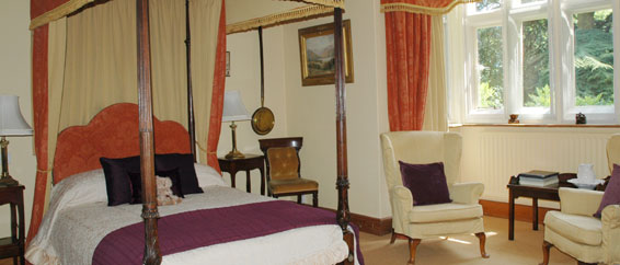 Walgrave Room - Ensuite & four Poster bedroom at Lullington House B&B